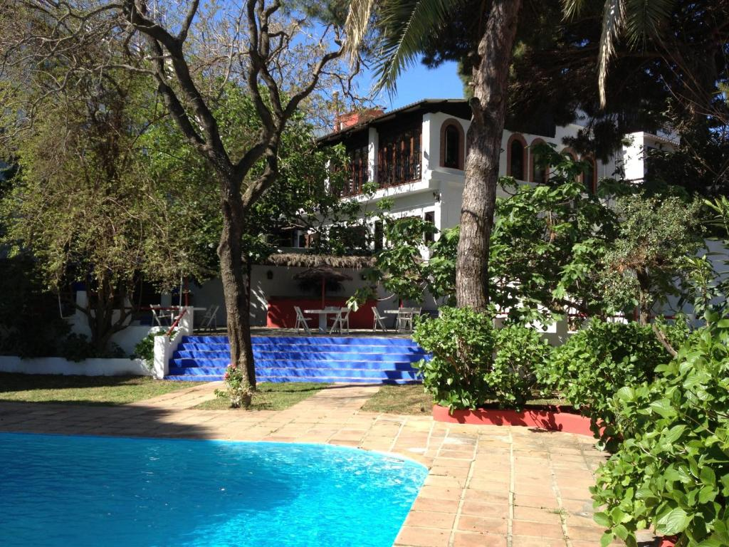 The swimming pool at or near Mesón de Sancho