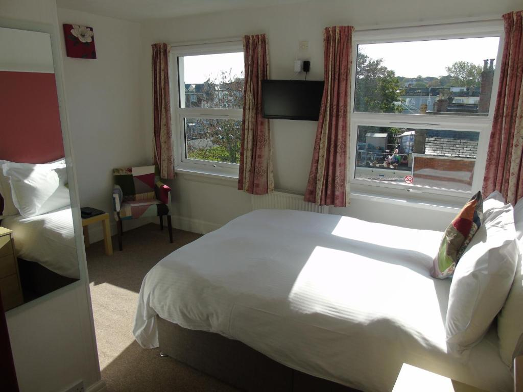 A bed or beds in a room at Carrington Guest House