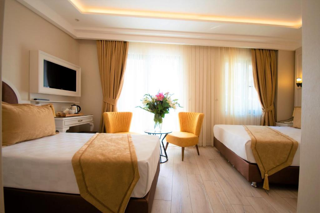 سرير أو أسرّة في غرفة في فندق بوس سلطان أحمد