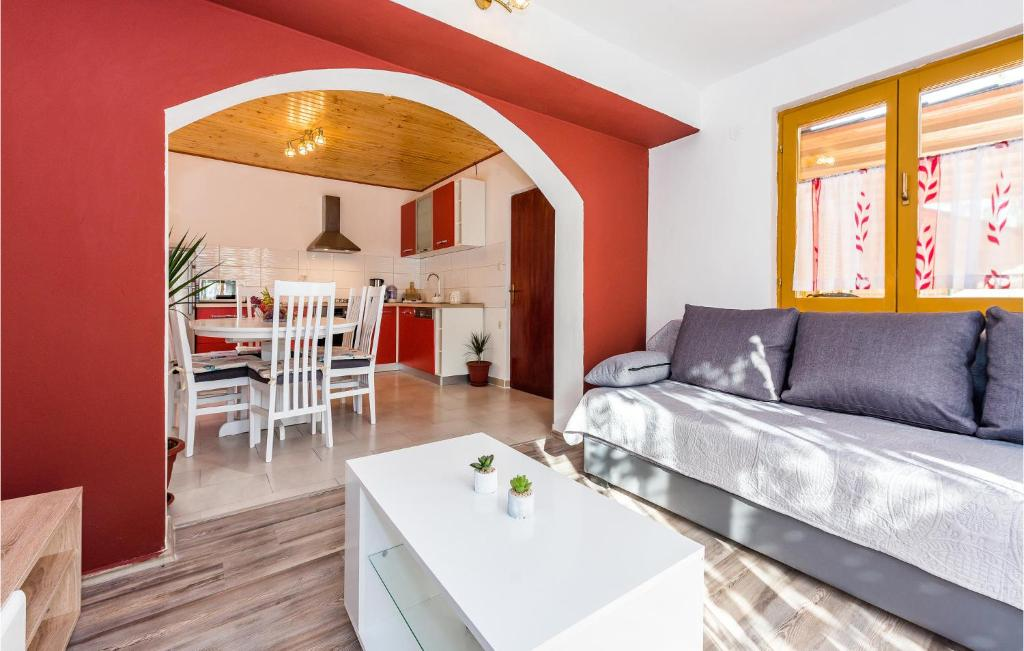 Stunning apartment in Skradin w/ 3 Bedrooms