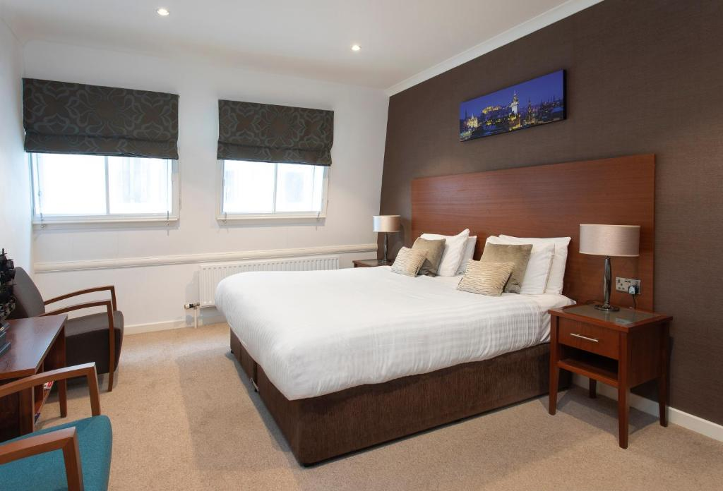 A bed or beds in a room at Stewart by Heeton Concept