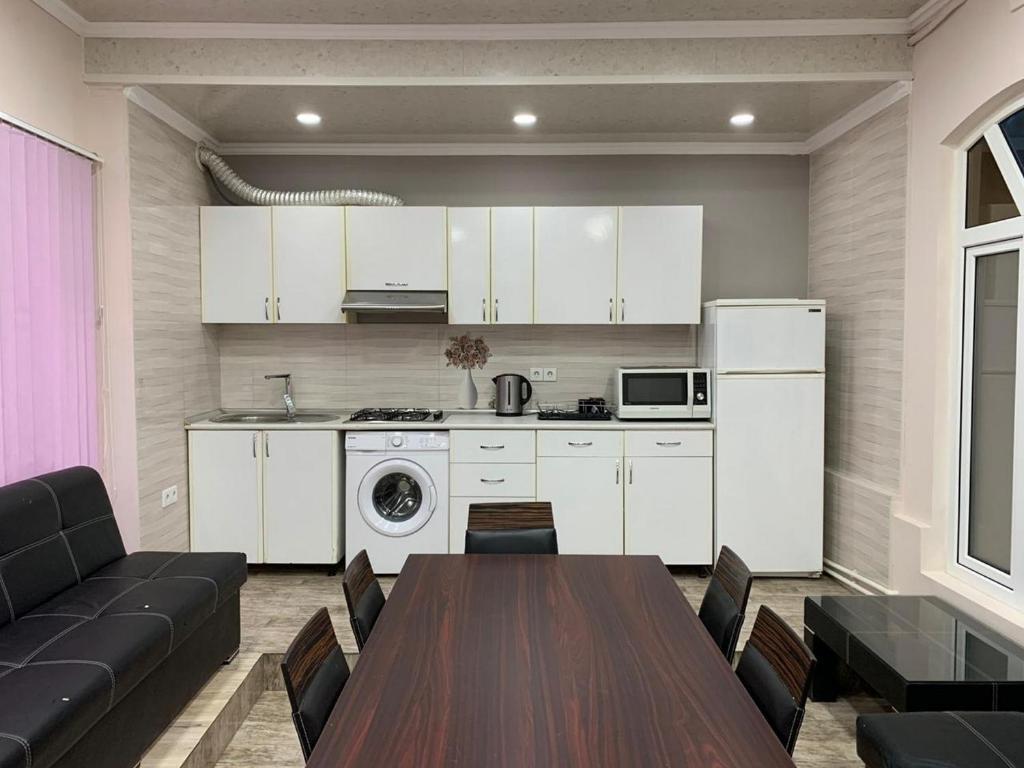 A cozinha ou cozinha compacta de Nizami street floor 1