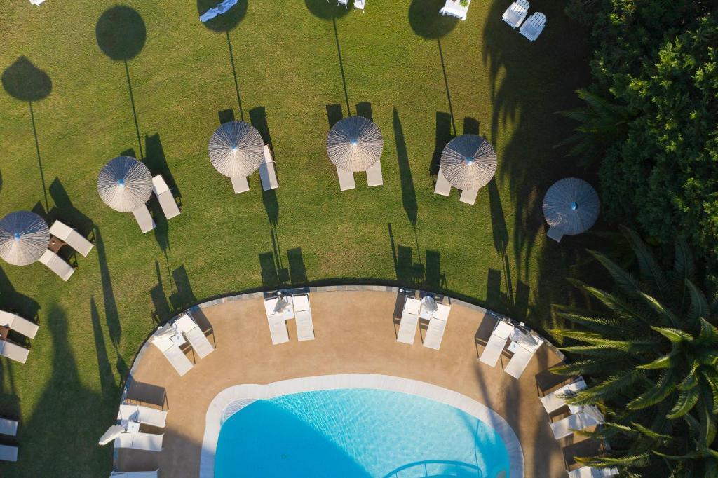 Vista sulla piscina di Mandraki Village Boutique Hotel o su una piscina nei dintorni