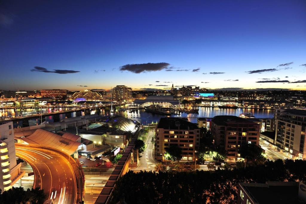 A bird's-eye view of Metro Apartments On Darling Harbour
