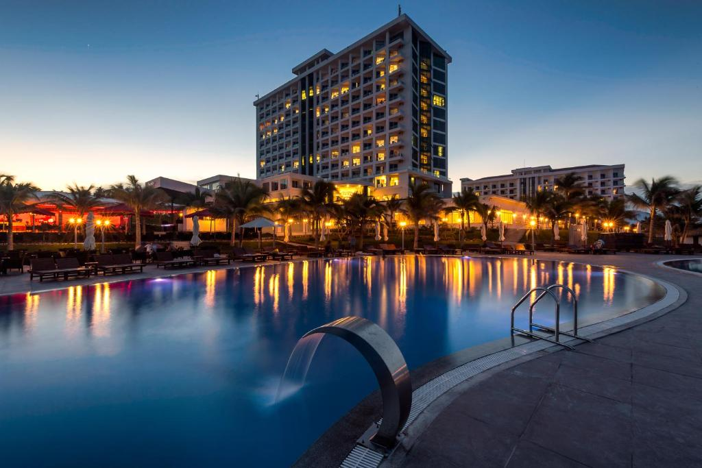 The swimming pool at or close to Swandor Cam Ranh Resort-Ultra All Inclusive