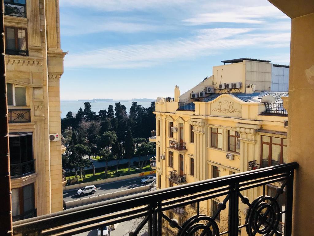 Uma varanda ou terraço em Amazing Flat with Perfect Panorama in the City Center