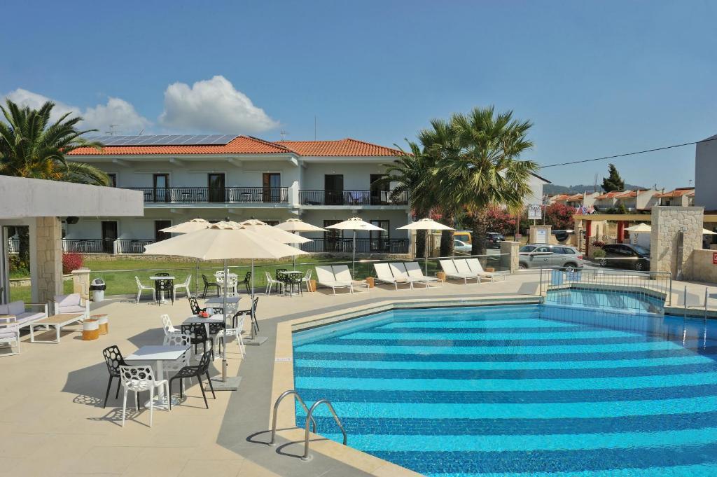 Πισίνα στο ή κοντά στο Ξενοδοχείο Αριστοτέλης
