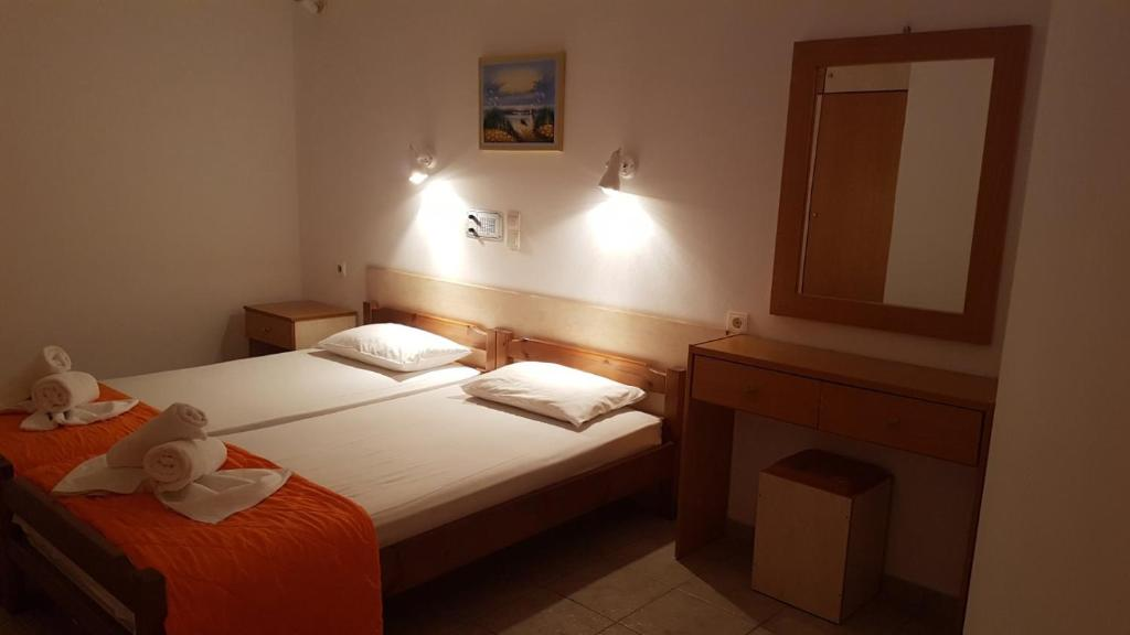 A bed or beds in a room at Andy's Plaza