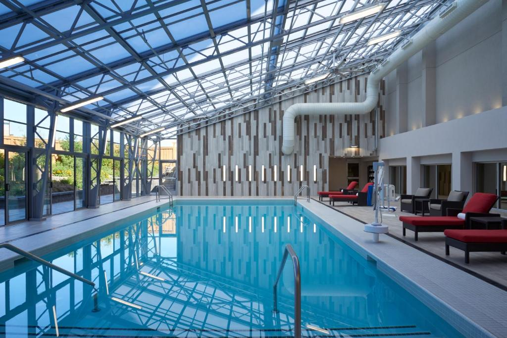 The swimming pool at or near Hilton Toronto Airport Hotel & Suites