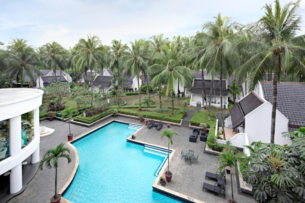 A view of the pool at Aryaduta Lippo Village or nearby