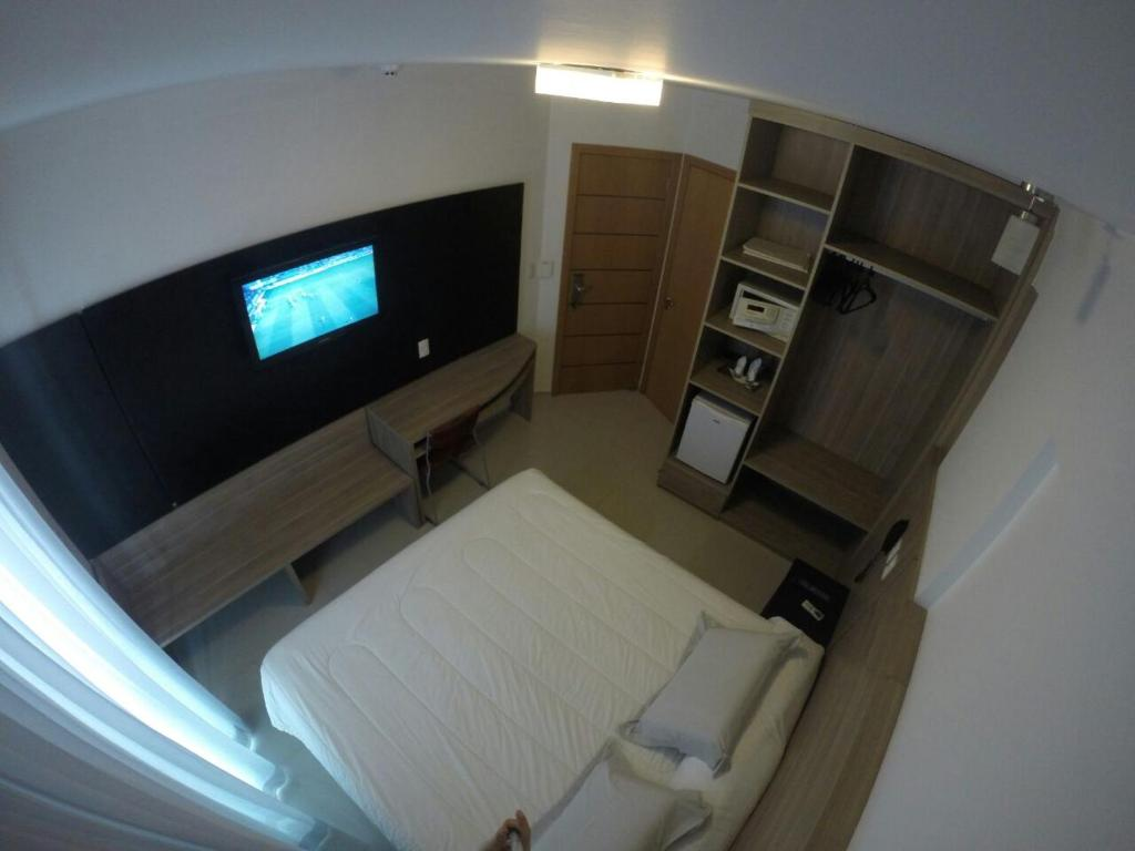 A television and/or entertainment center at Atlântico Golden Apart Hotel