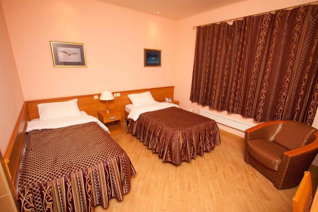 Кровать или кровати в номере Гостиный Двор Евгения