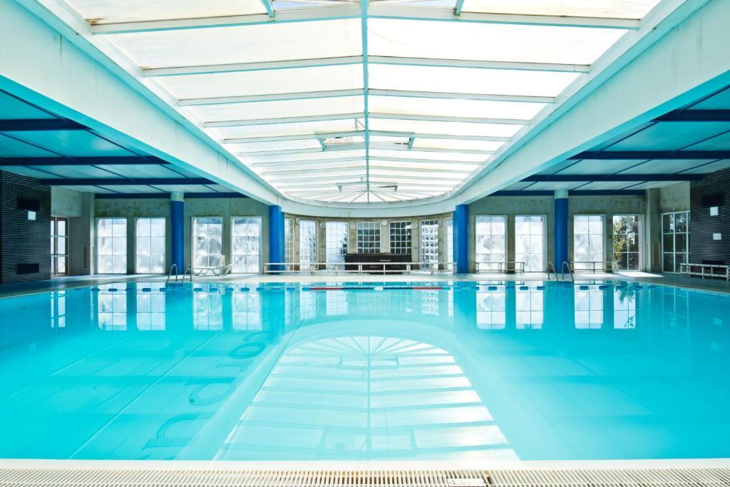 A piscina em ou perto de Golden Tulip Caramulo Hotel & Spa