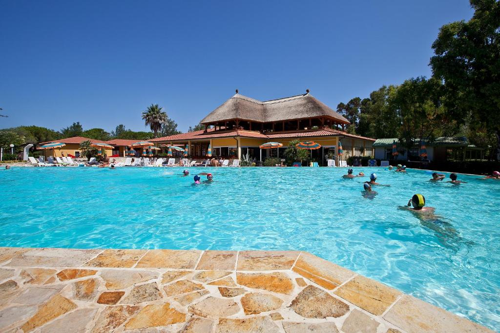 The swimming pool at or close to Camping Free Beach