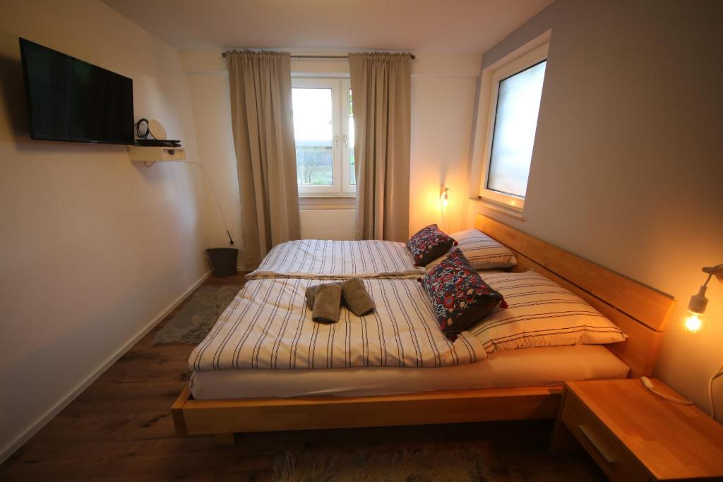 A bed or beds in a room at Michaelsbergblick