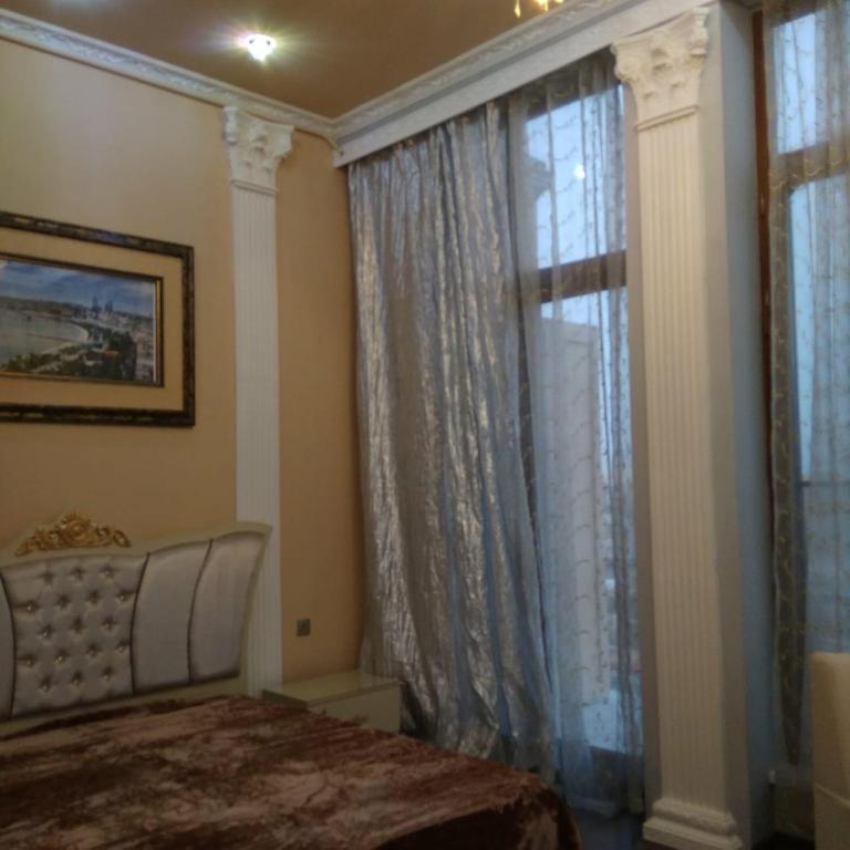 Cama ou camas em um quarto em OIL ACADEMY. New House. metro 28 may. 3 Bedrooms