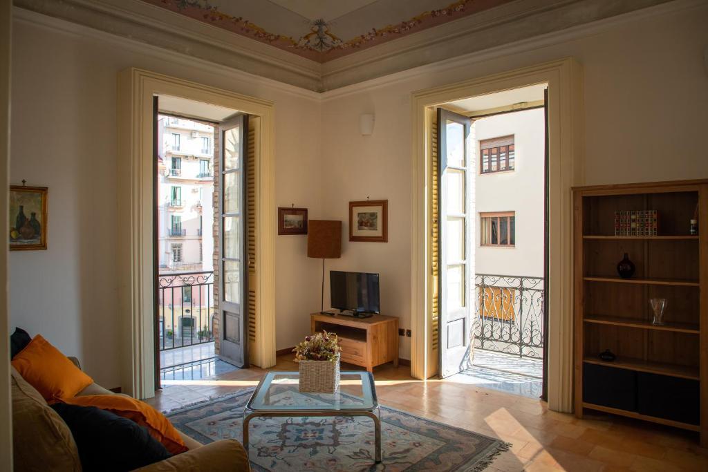 A seating area at Flavio Gioia Suite Salerno