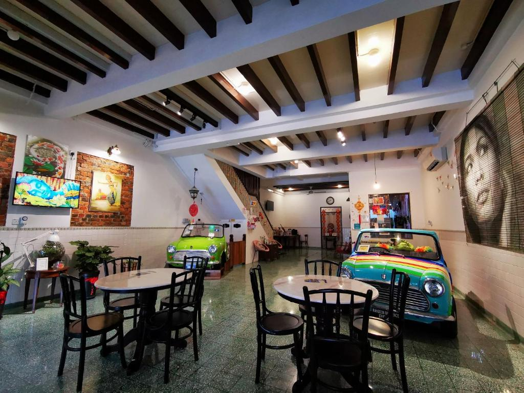 A restaurant or other place to eat at Rangoon Residence @ Georgetown