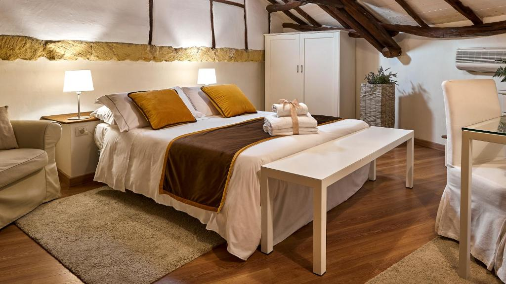 A bed or beds in a room at Birkin Castello