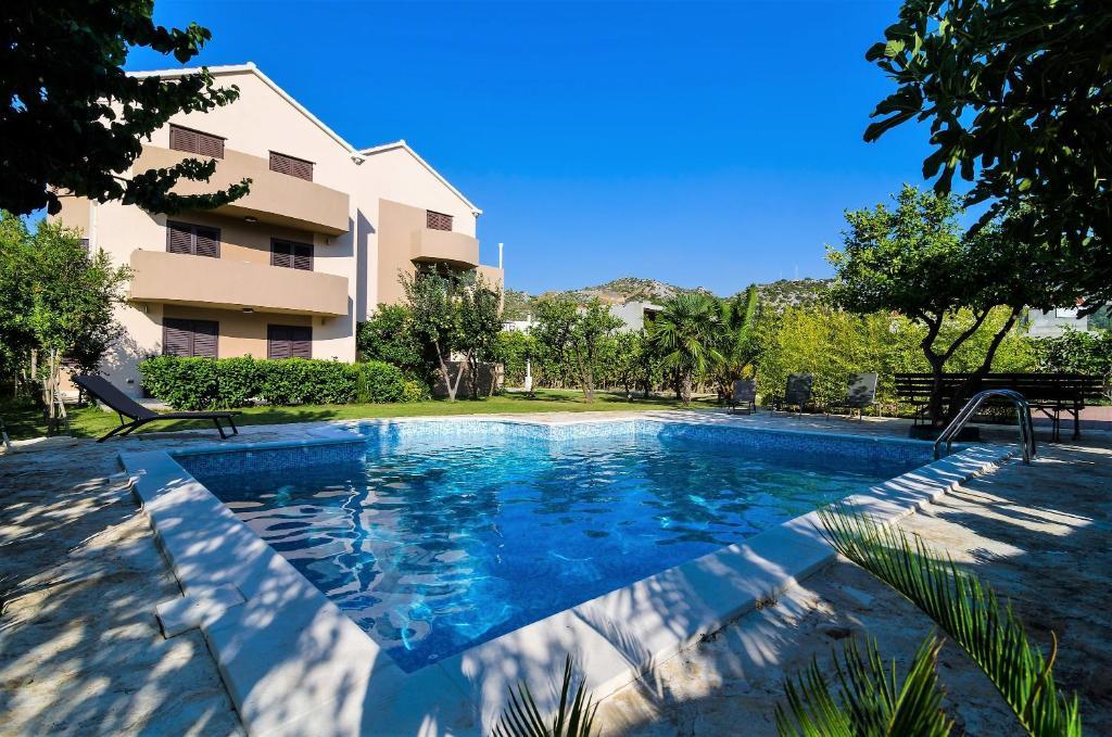 The swimming pool at or close to Apartments Setemana