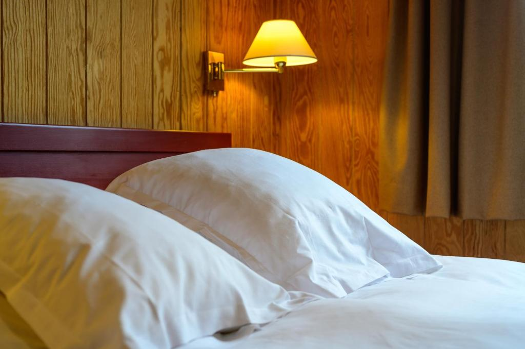 A bed or beds in a room at Domaine Du Val
