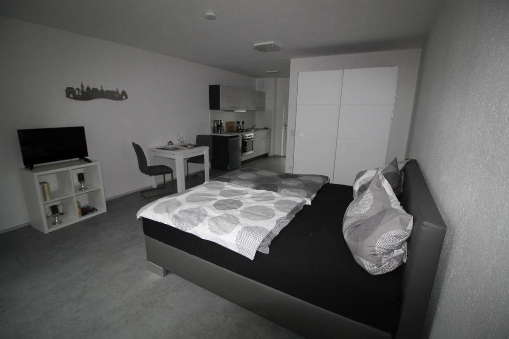 A bed or beds in a room at Aachener Ferienwohnung