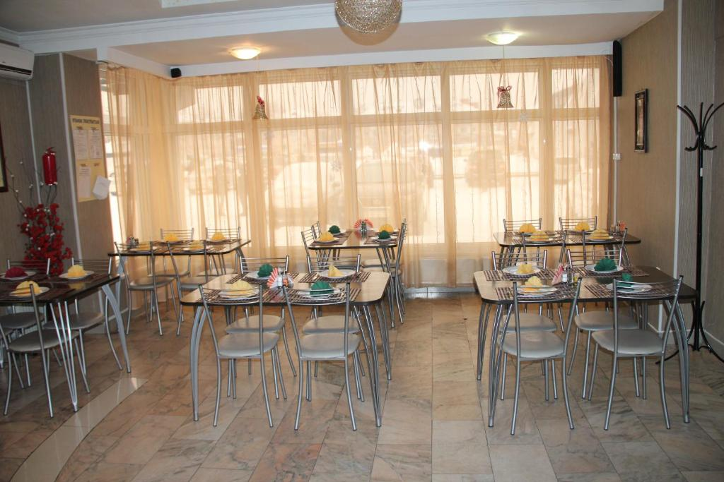 A restaurant or other place to eat at Galas Hotel