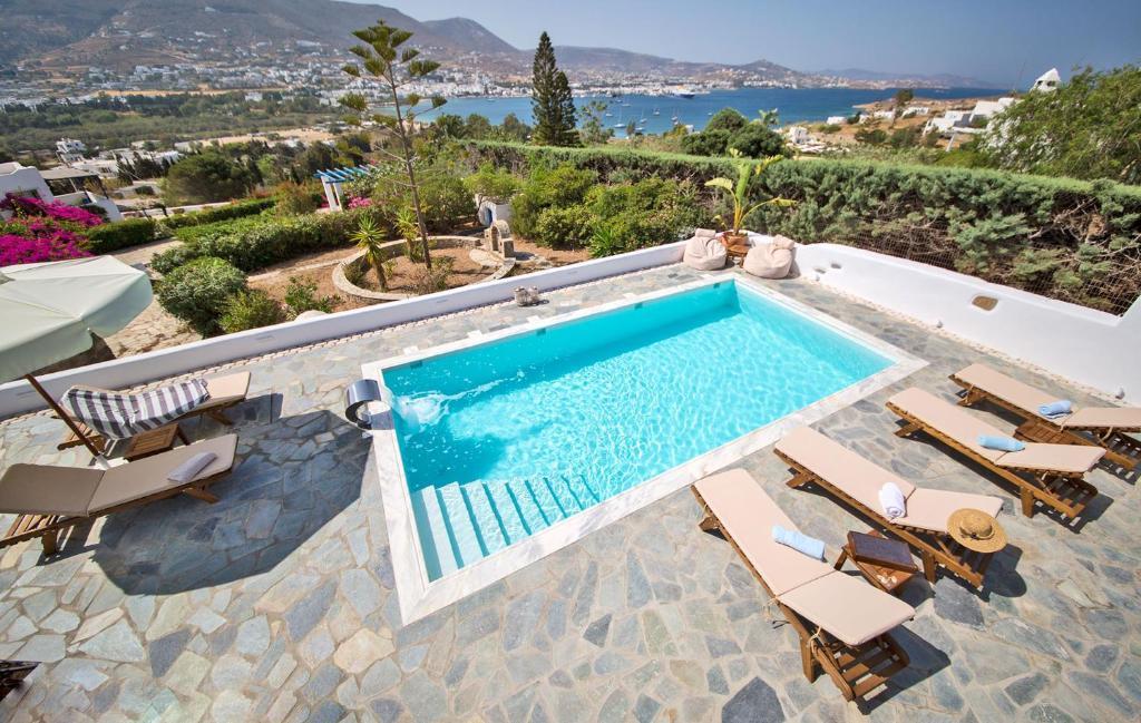 Villa Deep Blue with private pool next to Parikia