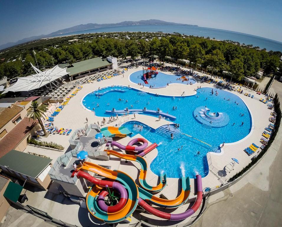 Vista de la piscina de Albatross Mobile Homes on Camping Las Dunas o alrededores