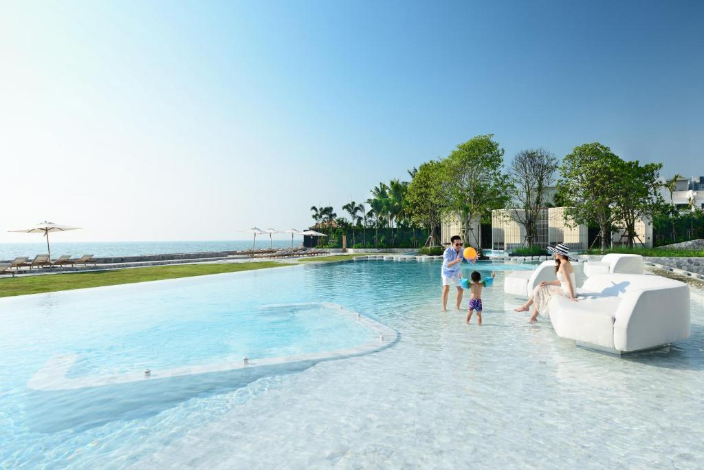 Бассейн в Veranda Resort Pattaya - MGallery by Sofitel или поблизости