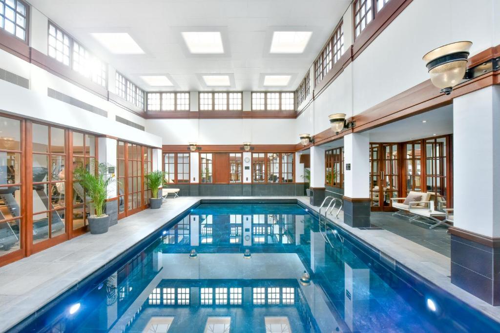 Het zwembad bij of vlak bij The Savoy