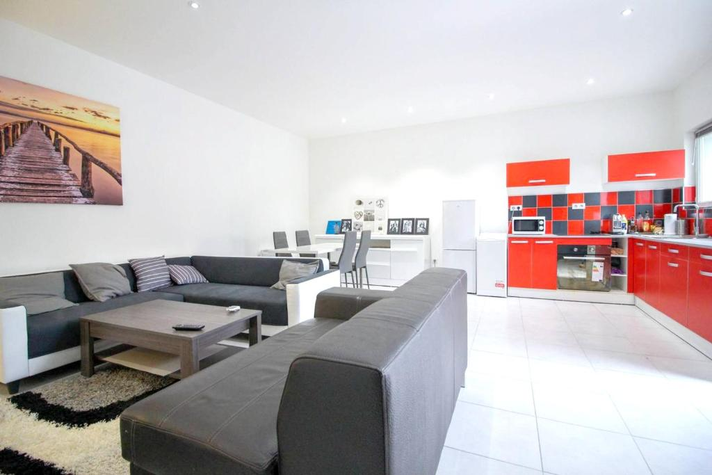 A seating area at Apartment with 2 bedrooms in Marseille with terrace and WiFi 5 km from the beach