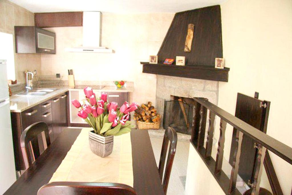 A kitchen or kitchenette at House with 7 bedrooms in Santa Eulalia with furnished terrace 25 km from the slopes
