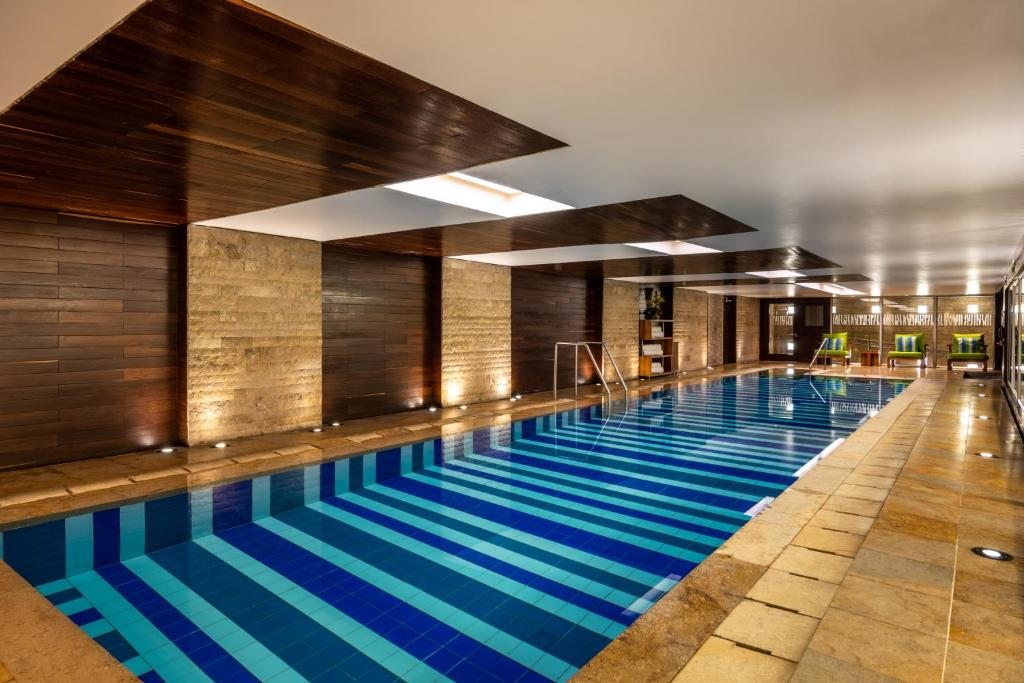The swimming pool at or near Bogotá Marriott Hotel