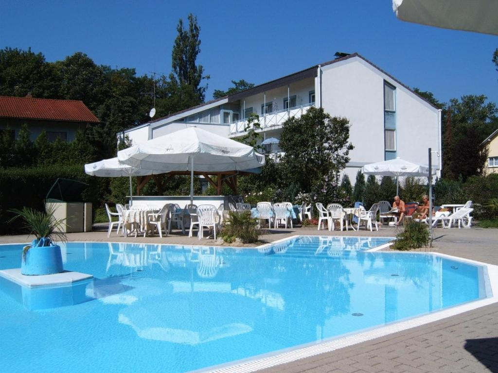 The swimming pool at or near Hotel Park Eden