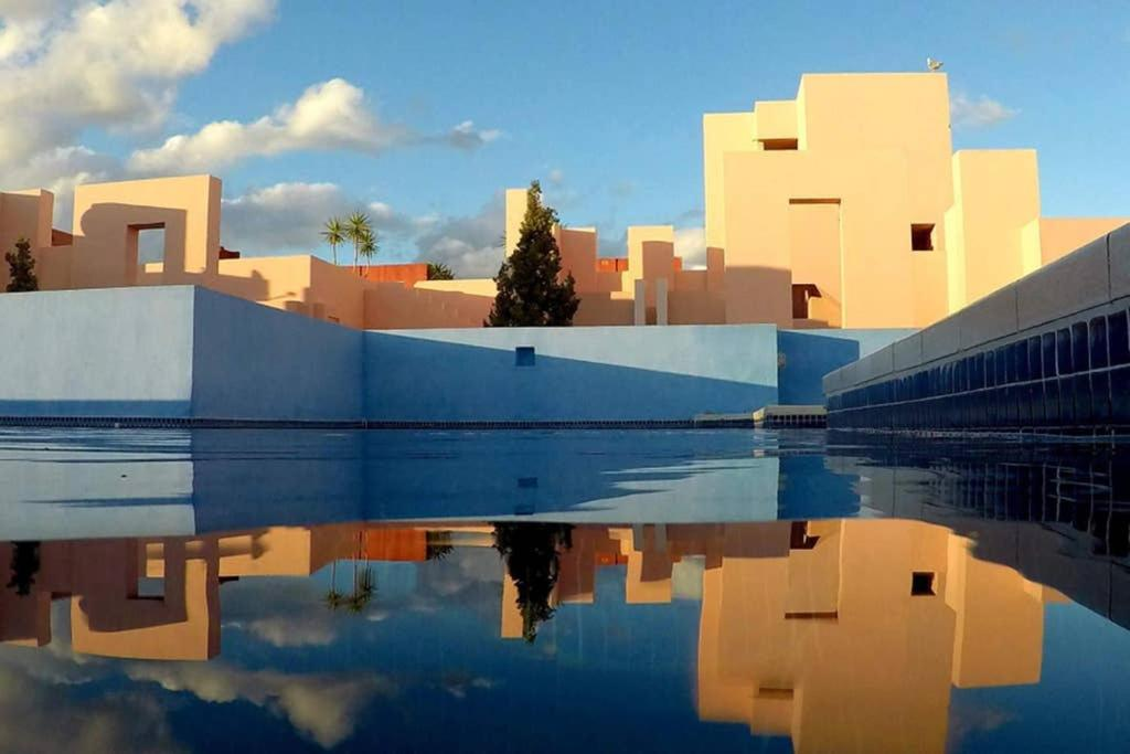 The swimming pool at or close to La Muralla Roja