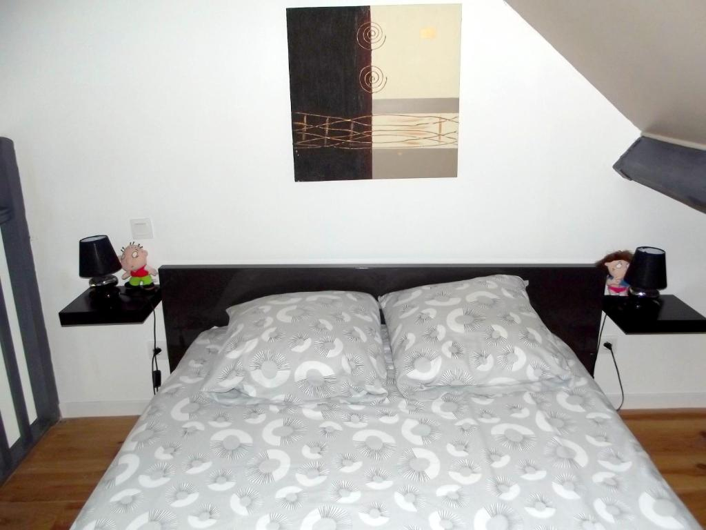 A bed or beds in a room at Studio in Pedernec with furnished terrace and WiFi 25 km from the beach