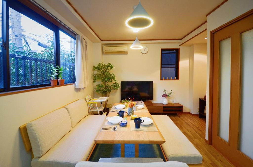 A seating area at Kotoba Family House - 3rd floor 5 rooms
