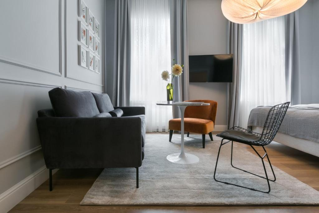 A seating area at Bumblebee Luxury Apartments