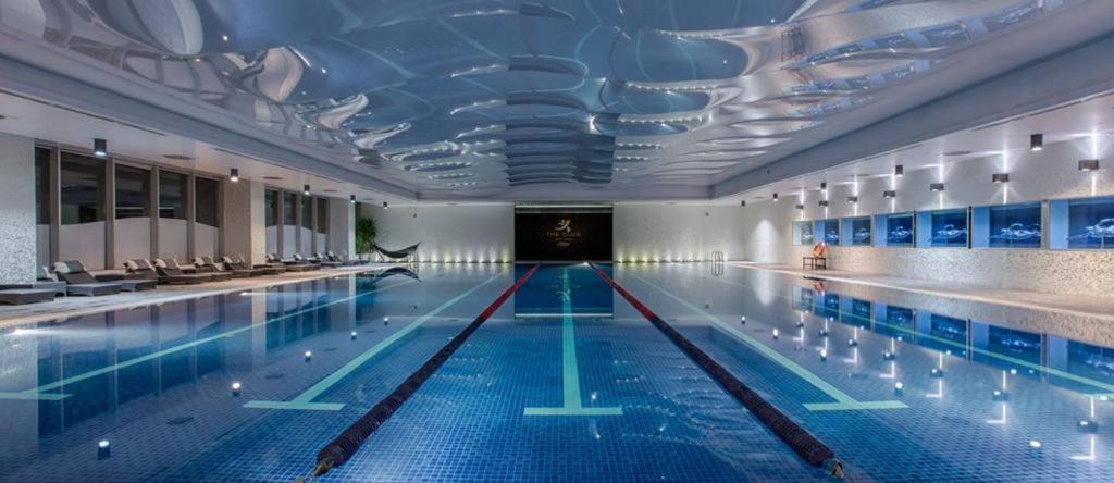 A piscina localizada em Port Baku Residance Newly Renovated ou nos arredores