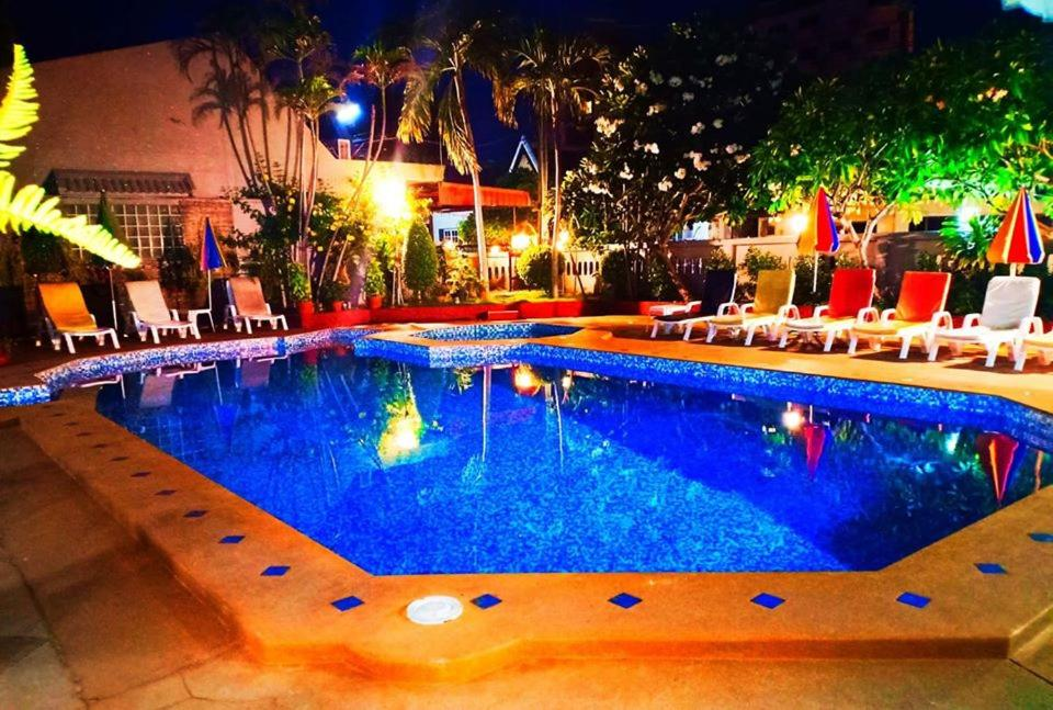 The swimming pool at or close to Southern Star Resort