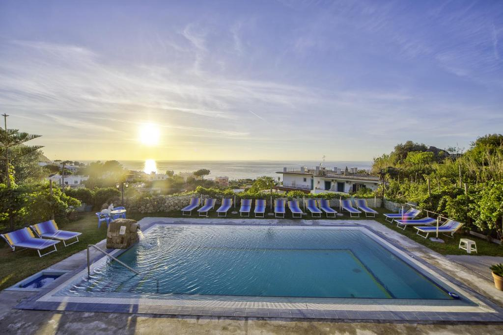 The swimming pool at or close to Hotel Villa Cimmentorosso