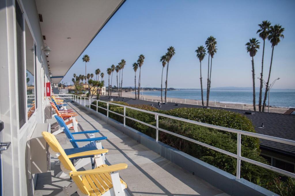 A balcony or terrace at Beach Street Inn and Suites