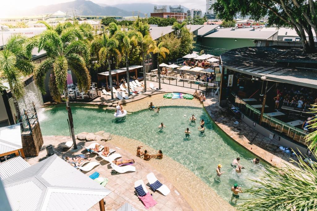 A bird's-eye view of Gilligan's Backpacker Hotel & Resort Cairns