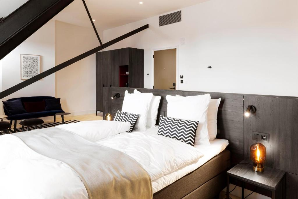 A bed or beds in a room at Corsendonk Turnova