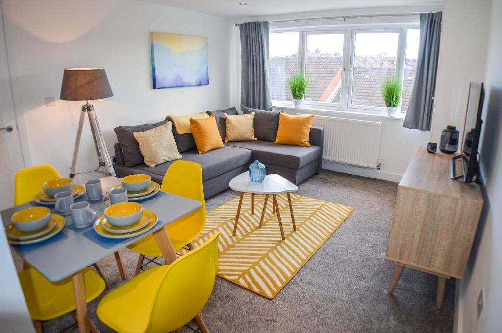 A seating area at Anstey Heights Apartments