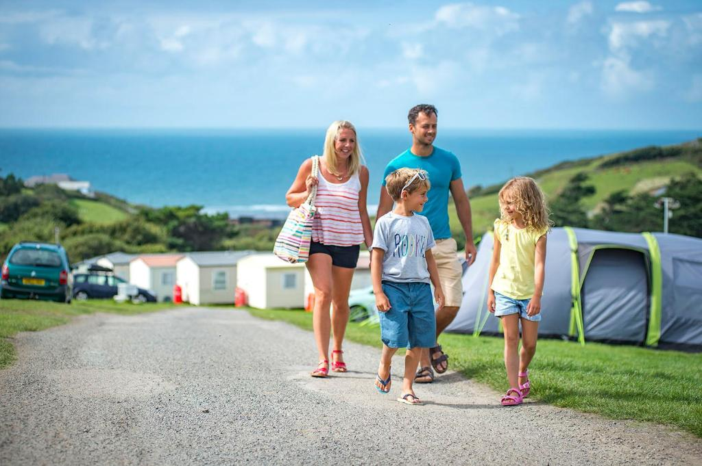 A family staying at Widemouth Bay Caravan Park