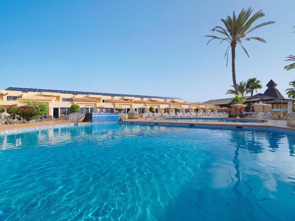 Het zwembad bij of vlak bij Hotel Arena Suite