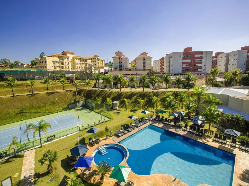 Uma vista da piscina em Vinhedo Plaza Hotel ou nos arredores