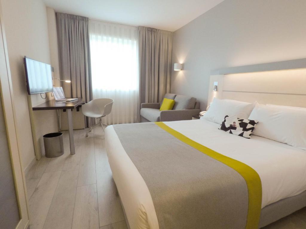 Holiday Inn Express Pamplona - Laterooms